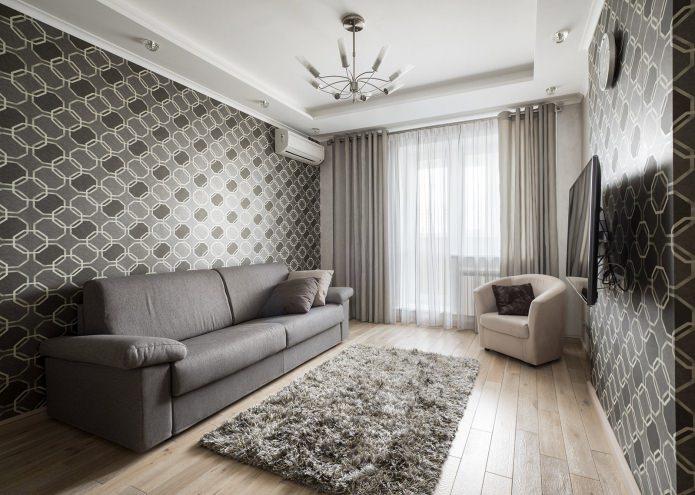 серые обои с рисунком в гостиной