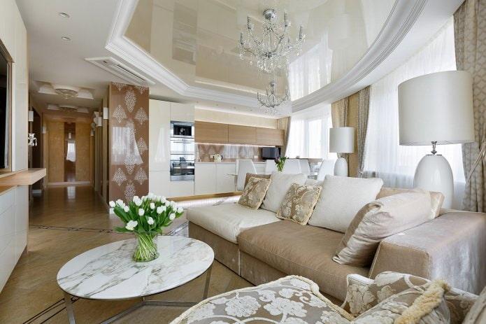 Бежево-белый потолок