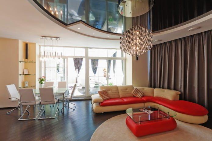 Сложная форма натяжного потолка в гостиной