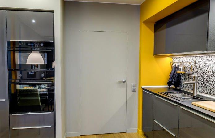 серая межкомнатная дверь в сочетании с серыми стенами