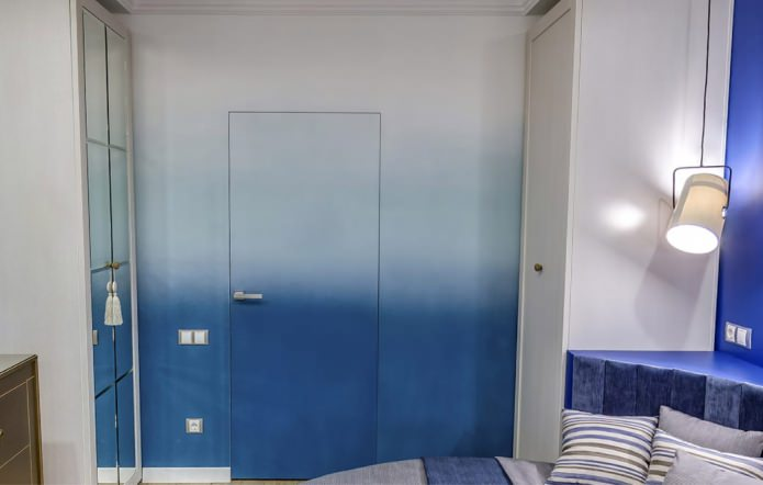 градиентная межкомнатная дверь в интерьере