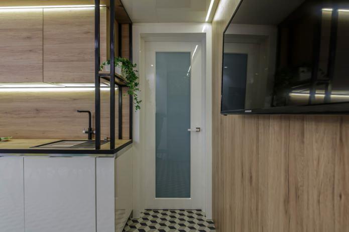 стеклянная межкомнатная дверь в интерьере кухни