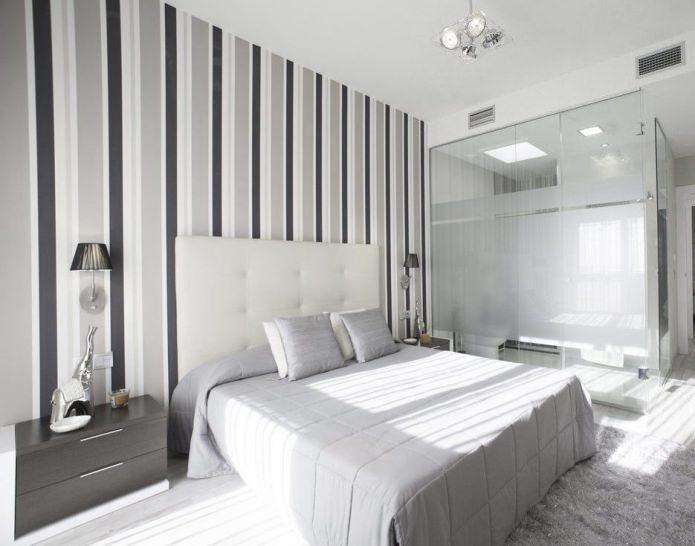Вертикальная полоска на стенах в спальне