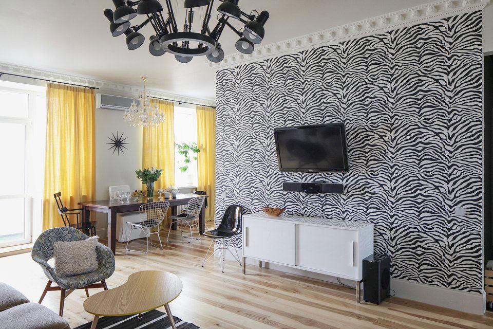Дизайн квартиры с обоями на одной стене
