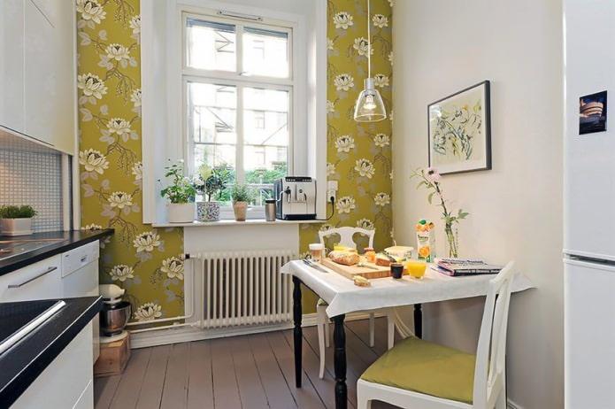Зеленые обои с цветочным рисунком в дизайне кухни в скандинавском стиле