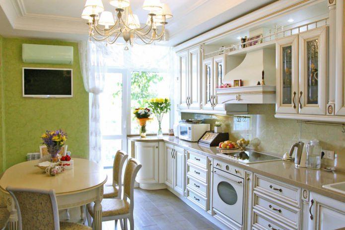 Обои зеленого цвета в интерьере кухни в стиле классика