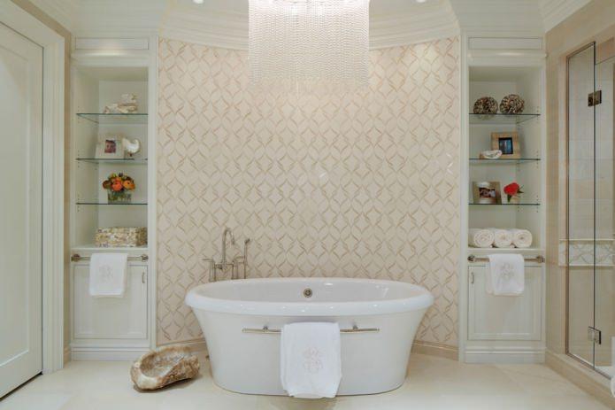 бежевые обои с орнаментом в ванной