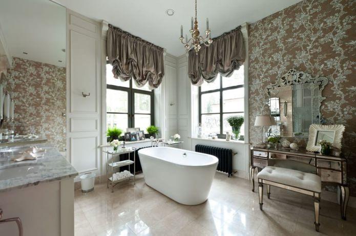 светлое напольное покрытие в классическом интерьере ванной
