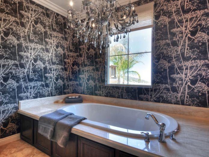 темные обои в дизайне ванной