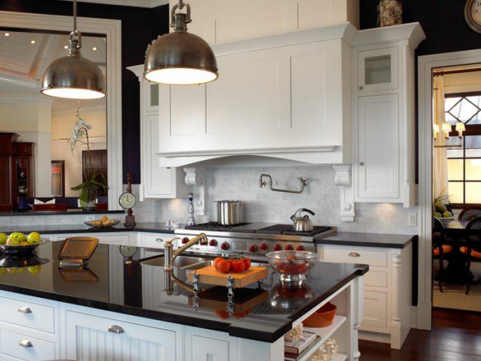 Дизайн белой кухни с черной столешницей: 80 лучших идей, фото в интерьере - 45