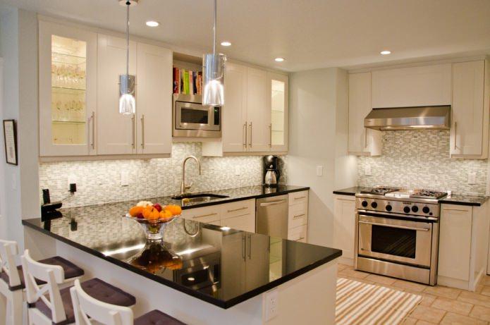 Дизайн белой кухни с черной столешницей: 80 лучших идей, фото в интерьере - 44