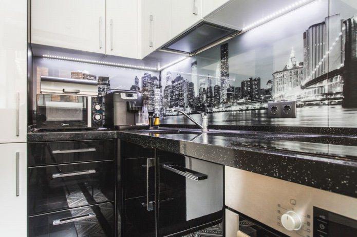 Дизайн белой кухни с черной столешницей: 80 лучших идей, фото в интерьере - 41