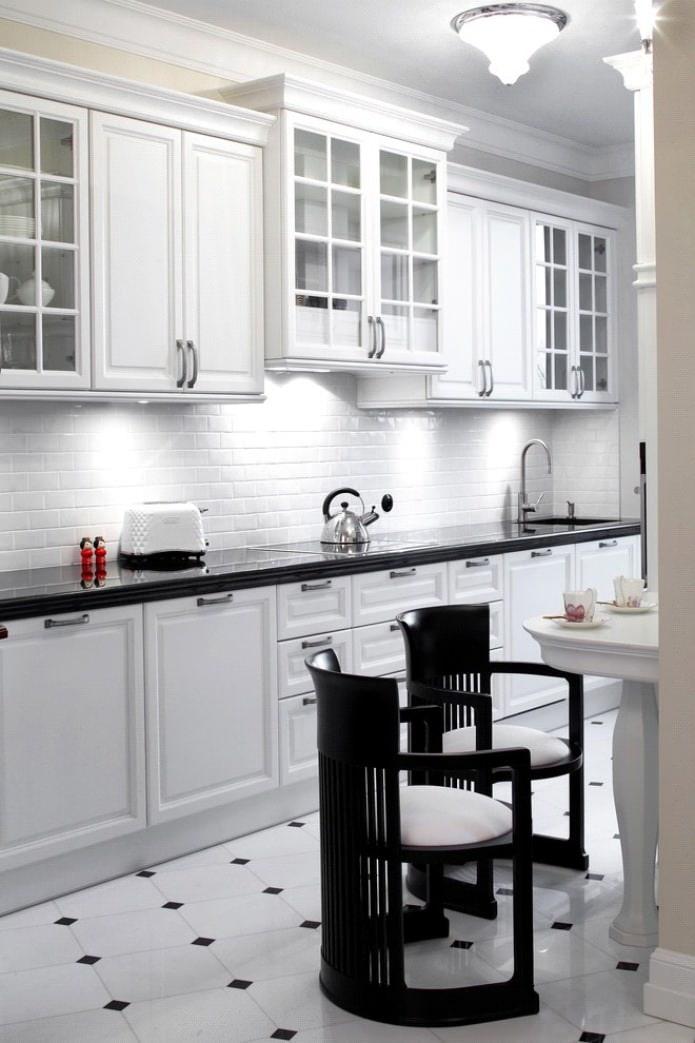 Дизайн белой кухни с черной столешницей: 80 лучших идей, фото в интерьере - 10