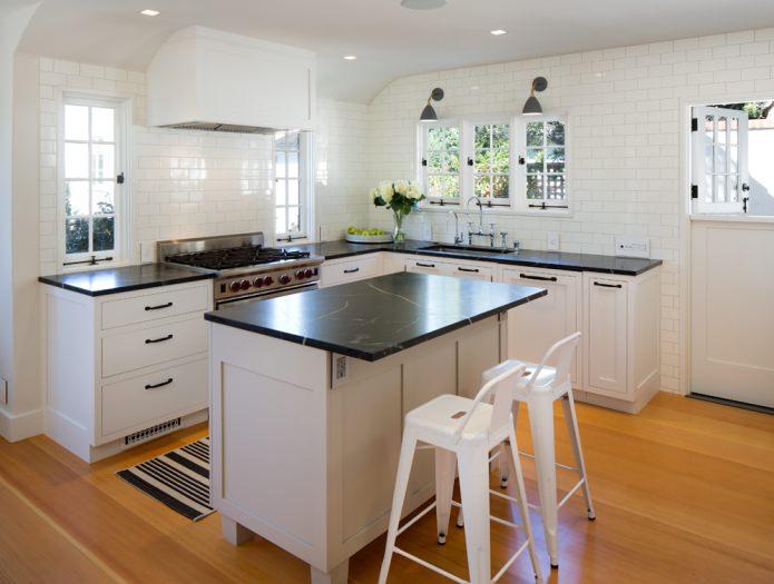Дизайн белой кухни с черной столешницей: 80 лучших идей, фото в интерьере - 9