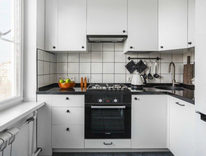 Дизайн белой кухни с черной столешницей: 80 лучших идей, фото в интерьере - 15
