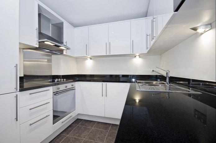Дизайн белой кухни с черной столешницей: 80 лучших идей, фото в интерьере - 52