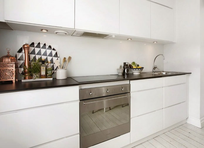 Дизайн белой кухни с черной столешницей: 80 лучших идей, фото в интерьере - 14