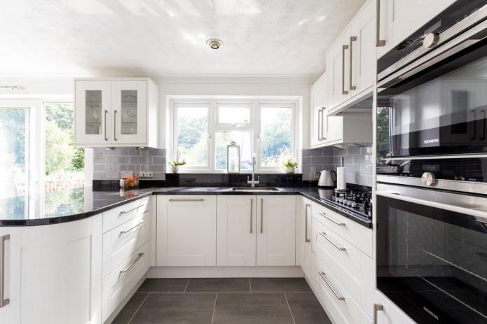 Дизайн белой кухни с черной столешницей: 80 лучших идей, фото в интерьере - 8