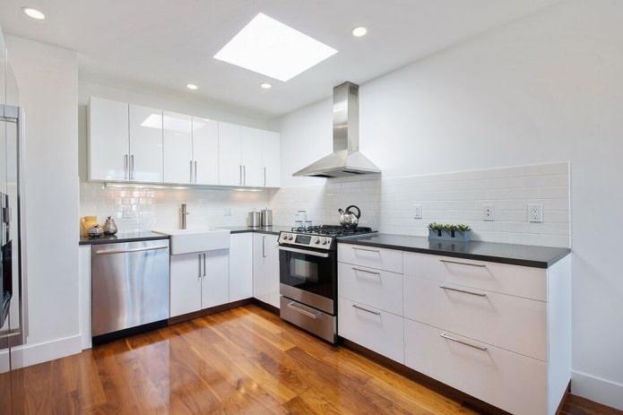 Дизайн белой кухни с черной столешницей: 80 лучших идей, фото в интерьере - 32