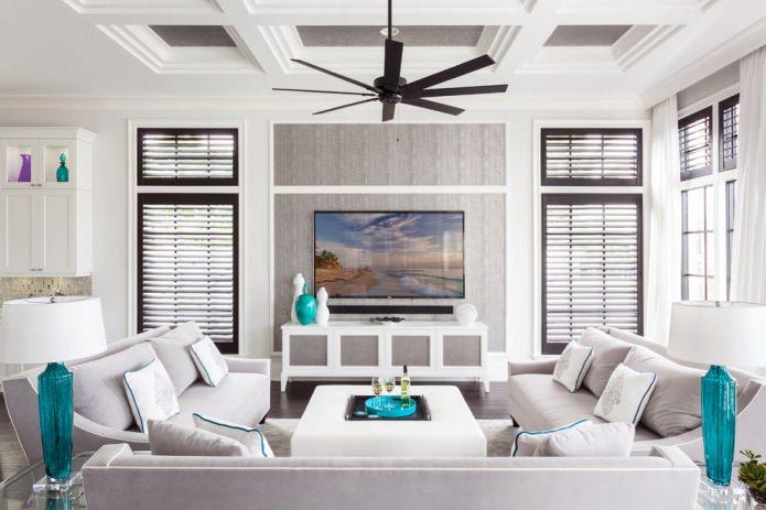 комбинированные белые и серые обои в гостиной