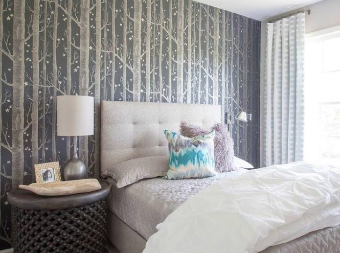 серые фотообои с деревьями в дизайне спальни