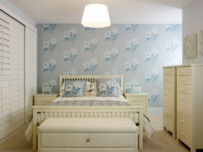 Серо-бирюзовые стены в спальне