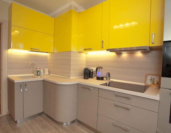 Бежево-желтый интерьер кухни