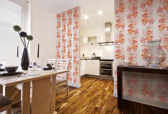 обои с оранжевыми цветами на кухне
