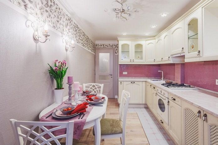 фиолетовые комбинируемые обои на кухне