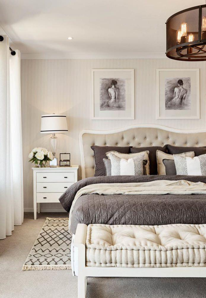 Узкая полоска на стенах в спальне