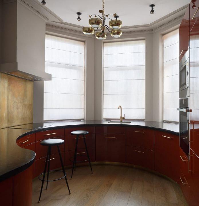 римская штора на кухне у раковины