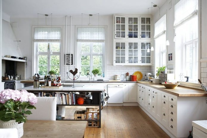 Белый кухонный гарнитур: особенности выбора, сочетания, 70 фото в интерьере - 29