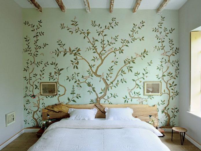 Роспись стен в спальне (дерево)
