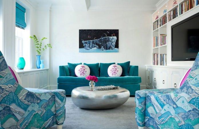 Бело-голубой интерьер гостиной