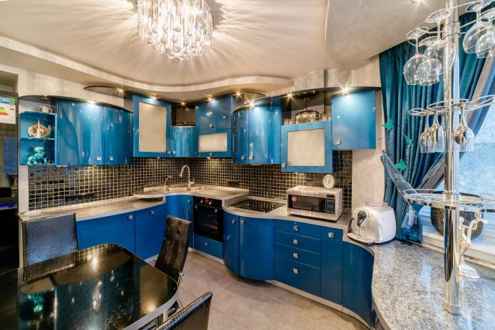 Бежево-голубой интерьер современной кухни