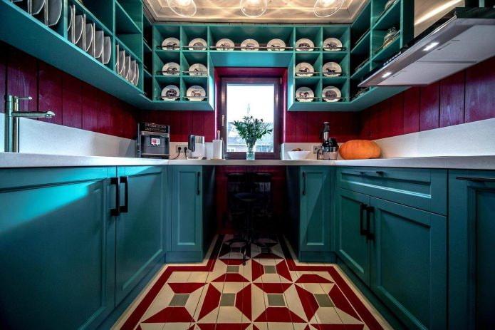 кухня с голубым П-образным гарнитуром