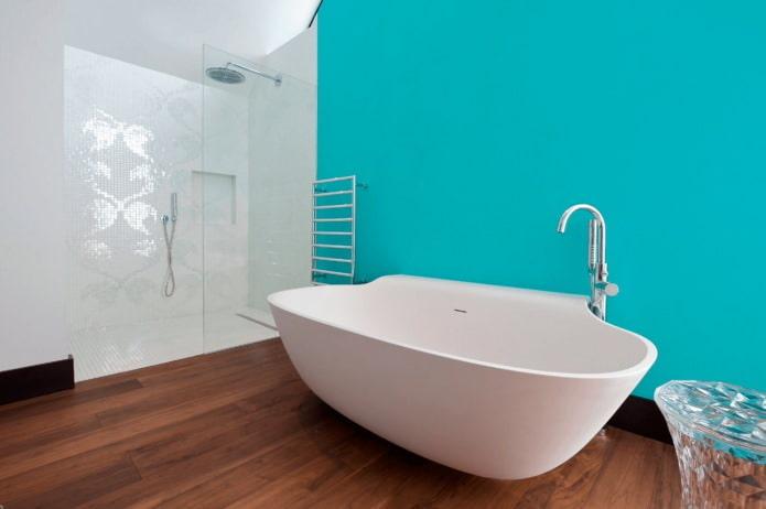 голубая стена в интерьере ванной