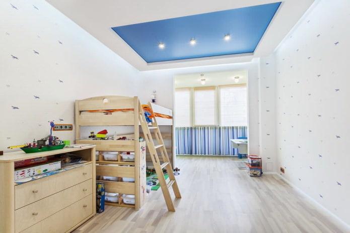 бело-синий натяжной потолок в детской комнате
