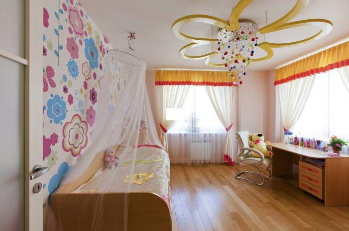 Натяжной потолок в детской для девочки