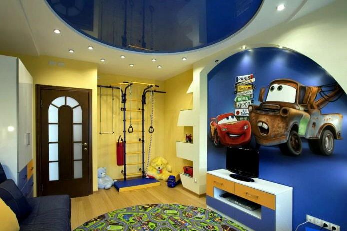 натяжной потолок из глянцевого ПВХ синего цвета в детской для мальчика