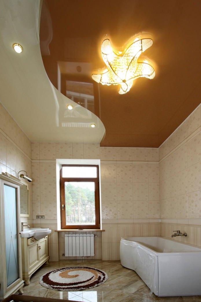 Современный натяжной потолок в ванной: плюсы и минусы, виды, освещение, фото