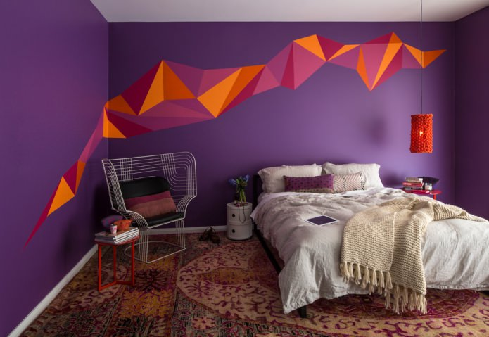 фиолетовый в отделке спальни