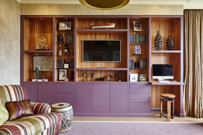 Фиолетовый и коричневый в интерьере гостиной