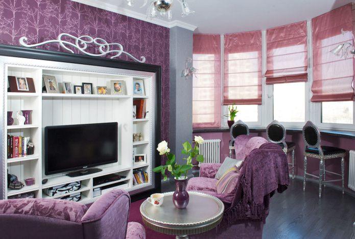 фиолетовый в гостиной с эркером