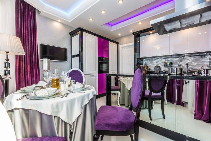 кухня в бело-фиолетовых тонах с черными акцентами