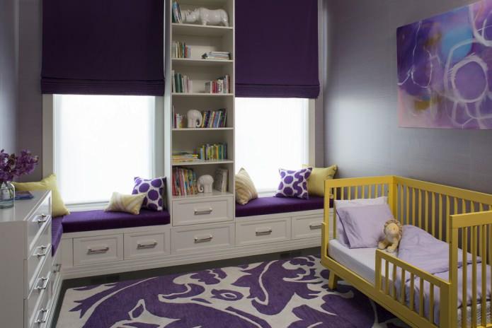 Желто-фиолетовый интерьер детской
