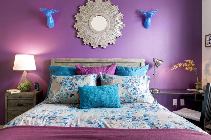 Бирюзовый и фиолетовый в интерьере спальни