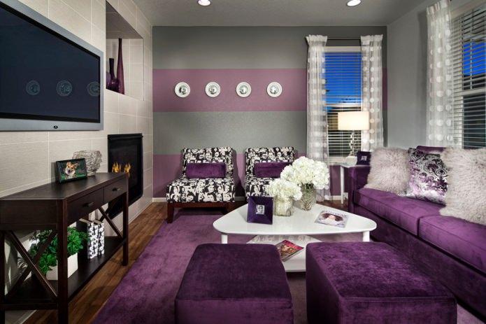 Серо-фиолетовый интерьер гостиной