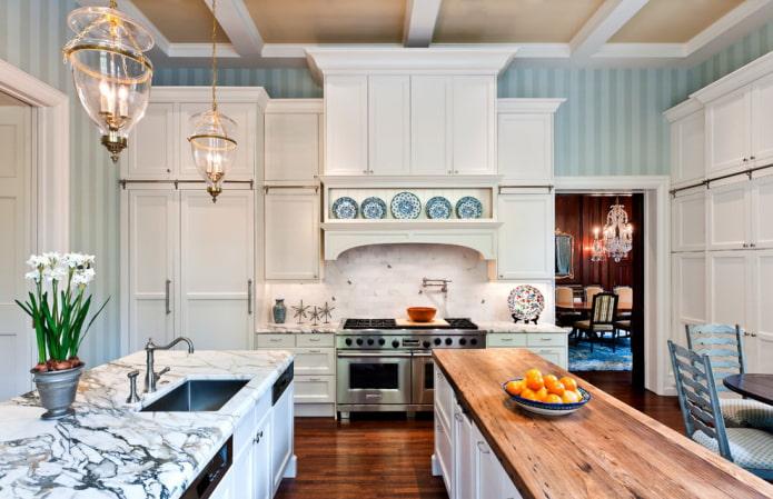 голубые обои в полоску на кухне