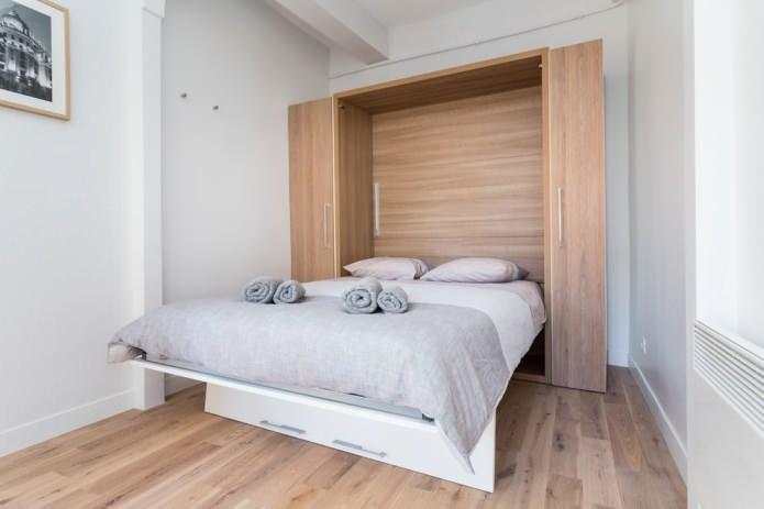 кровать-трансформер в шкафу